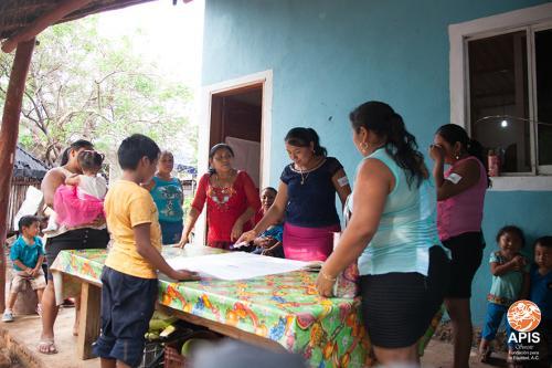 Práctica de pláticas comunitarias por las Promotoras de Buenos Tratos en la Infancia